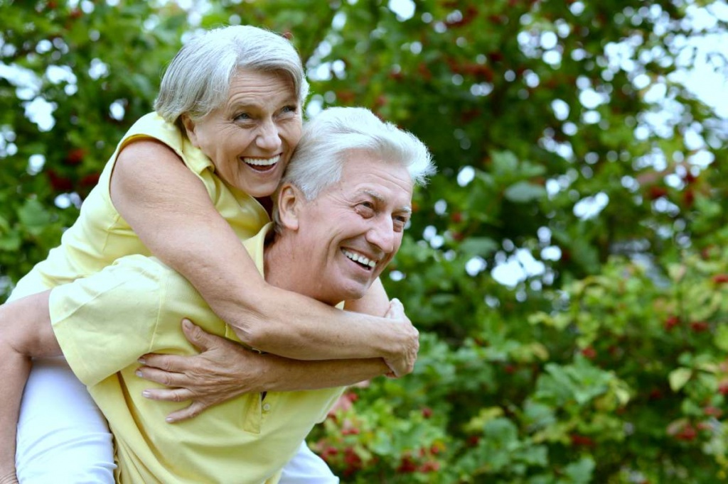 portrait-happy-elder-couple-late-spring-ashwagandha-benefits-ss.jpg